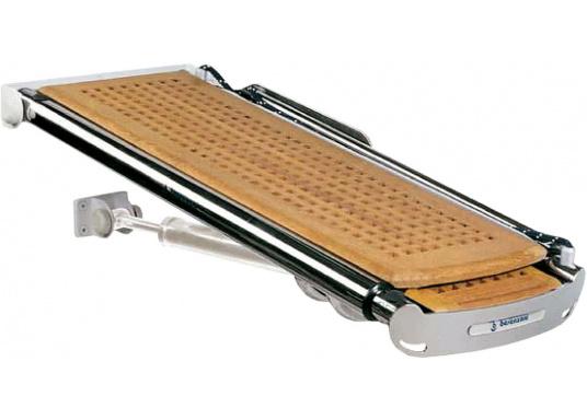 Die praktische Vollautomatik-Gangway kann sowohl als Gangway als auch als Kran verwendet werden. Lieferbar in poliertem oder weißem Edelstahl mit Teak-Gitterfußboden, in drei Längen.