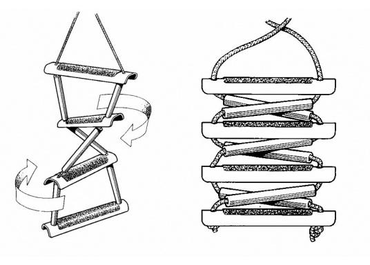 Pratique, légère et particulièrement stable! Cette échelle à corde avec marches en bois peut également être rangée dans un petit espace. Disponible en deux versions: avec 3 ou 4 marches.  (Image 6 de 6)