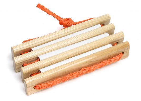 Pratique, légère et particulièrement stable! Cette échelle à corde avec marches en bois peut également être rangée dans un petit espace. Disponible en deux versions: avec 3 ou 4 marches.  (Image 3 de 6)