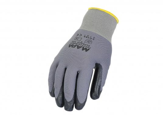 Schutzhandschuh mit praktischer und bequemer, eng anliegender Form. Er bietet hohen Tragekomfort und ein gutes Tastempfinden. Aufgrund der Nitribeschichtung ist der Handschuh auch fürdie Arbeit mit Fetten geeignet.