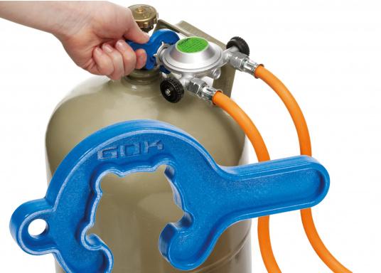 Das praktische MiniTool erlaubt kraftparendes Anschließen und Lösen von Kleinflaschenreglern an das Flaschenventil. Passend für alle Kleinflaschenanschlüsse mit Flügelmutter. (Bild 3 von 4)