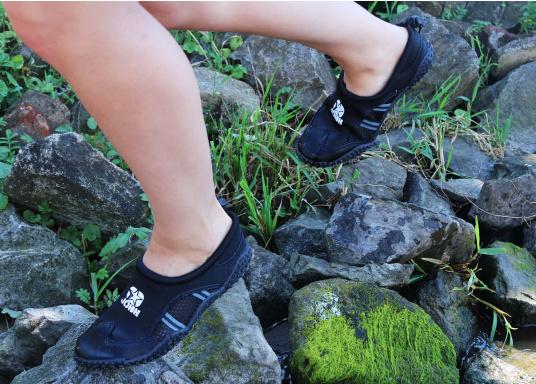 Bequeme Wasser Schuhe, ideal für alle Wassersportaktivitäten. Sogar auf Wanderungen angenehm zu Tragen.  (Bild 11 von 12)
