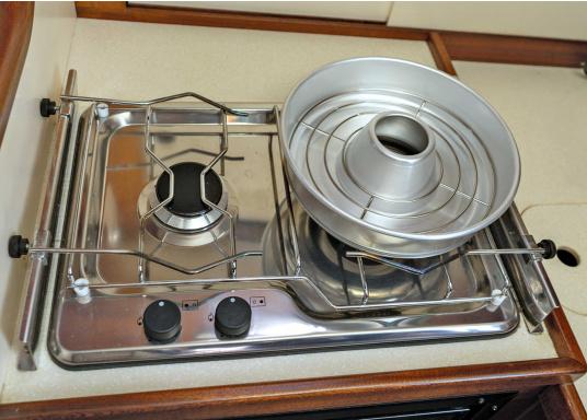 Réchaud à gaz encastrable en inox. 2 feux avec allumage sécurisé. Pression de gaz 30 mbar. Serre-casseroles disponibles séparément. (Image 3 de 3)