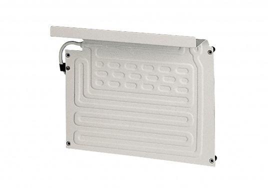 DieColdMachine Serie 50 Sets mit luftgekühlten Kompressor Danfoss BD 35F und einem Verdampfer in passender Bauform sind ideal geeignet, wenn Sie eine Kühlbox mit kleinerem Rauminhalt ausrüsten wollen und in kühlen Gewässern fahren. (Bild 4 von 12)