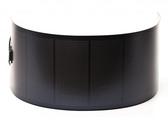 Besonders flexible Dünnschicht-Solarmodule– extrem dünn und trotzdem kraftvoll und äußerst widerstandsfähig, see- und salzwasserfest.  (Bild 4 von 8)