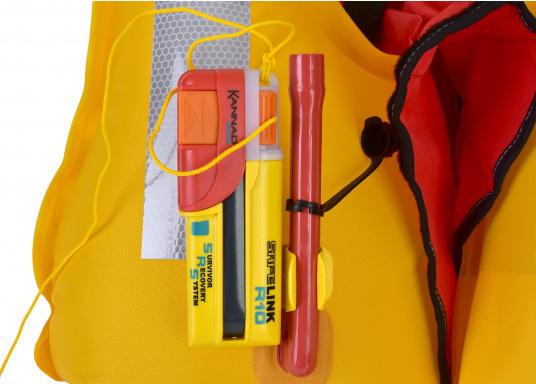 Ein Muss für jeden sicherheitsbewussten Wassersportler! Der SafeLink R10 ist ein kompakter Notfallsender, der am Mann getragen wird. Er ist sofort einsatzbereit, bietet einen integrierten GPS-Empfänger, ist wasserdicht und schwimmfähig. (Bild 6 von 8)