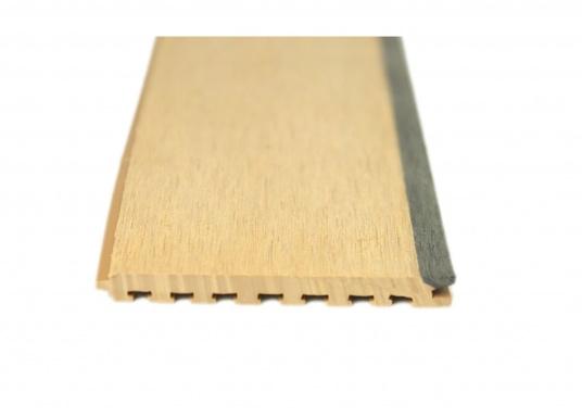 Elegant und technisch hochwertig! Der flexible Teakoptik Deckbelag kann auf Kunststoff-, Stahl- und Holzoberflächen eingesetzt werden. Er ist langlebig, vollständig UV-stabilisiert und besonders rutschfest.  (Bild 46 von 60)