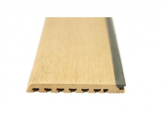 Elegant und technisch hochwertig! Der flexible Teakoptik Deckbelag kann auf Kunststoff-, Stahl- und Holzoberflächen eingesetzt werden. Er ist langlebig, vollständig UV-stabilisiert und besonders rutschfest.  (Bild 5 von 60)