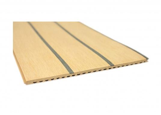 Elegant und technisch hochwertig! Der flexible Teakoptik Deckbelag kann auf Kunststoff-, Stahl- und Holzoberflächen eingesetzt werden. Er ist langlebig, vollständig UV-stabilisiert und besonders rutschfest.  (Bild 10 von 60)