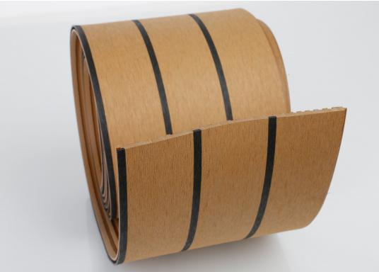 Elegant und technisch hochwertig! Der flexible Teakoptik Deckbelag kann auf Kunststoff-, Stahl- und Holzoberflächen eingesetzt werden. Er ist langlebig, vollständig UV-stabilisiert und besonders rutschfest.  (Bild 35 von 60)