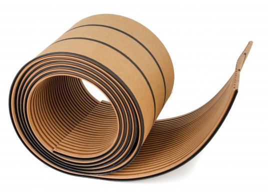 Elegant und technisch hochwertig! Der flexible Teakoptik Deckbelag kann auf Kunststoff-, Stahl- und Holzoberflächen eingesetzt werden. Er ist langlebig, vollständig UV-stabilisiert und besonders rutschfest.