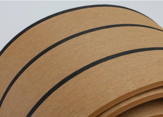 Elegant und technisch hochwertig! Der flexible Teakoptik Deckbelag kann auf Kunststoff-, Stahl- und Holzoberflächen eingesetzt werden. Er ist langlebig, vollständig UV-stabilisiert und besonders rutschfest.  (Bild 38 von 60)