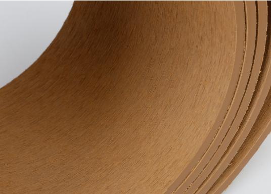 Elegant und technisch hochwertig! Der flexible Teakoptik Deckbelag kann auf Kunststoff-, Stahl- und Holzoberflächen eingesetzt werden. Er ist langlebig, vollständig UV-stabilisiert und besonders rutschfest.  (Bild 39 von 60)