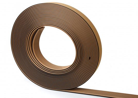 Elegant und technisch hochwertig! Der flexible Teakoptik Deckbelag kann auf Kunststoff-, Stahl- und Holzoberflächen eingesetzt werden. Er ist langlebig, vollständig UV-stabilisiert und besonders rutschfest.  (Bild 47 von 60)