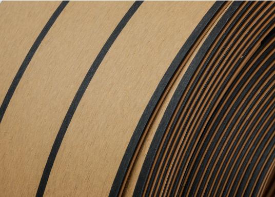 Elegant und technisch hochwertig! Der flexible Teakoptik Deckbelag kann auf Kunststoff-, Stahl- und Holzoberflächen eingesetzt werden. Er ist langlebig, vollständig UV-stabilisiert und besonders rutschfest.  (Bild 56 von 60)