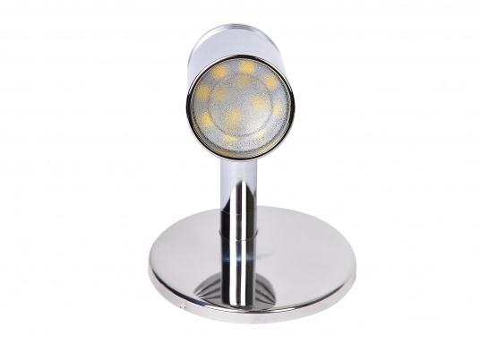 Wandlampe aus verchromtem Aluminium, ausgestattet mit einer high luminosity LED. Mit dem schwenkbaren Lampenkopf können Sie den Lichtstrahl immer genau dorthin ausrichten, wo Sie ihn gerade benötigen.  (Bild 3 von 6)