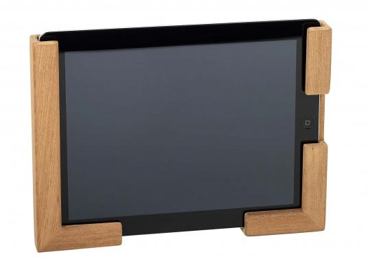 Die praktische Teak Halterung besteht aus zwei Einzelteilen und kann so für verschiedene Tablets passend montiert werden. Abmessungen, je Einzelteil (HxB): 185 x 73 mm. (Bild 2 von 4)