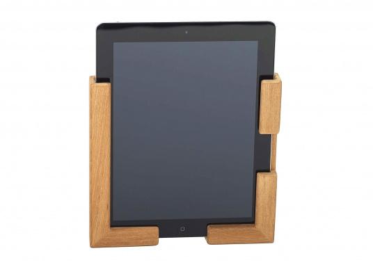 Die praktische Teak Halterung besteht aus zwei Einzelteilen und kann so für verschiedene Tablets passend montiert werden. Abmessungen, je Einzelteil (HxB): 185 x 73 mm.