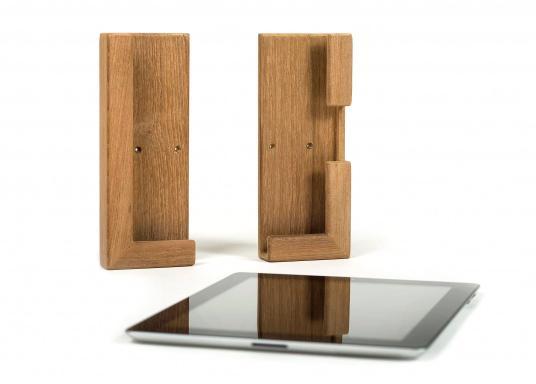 Die praktische Teak Halterung besteht aus zwei Einzelteilen und kann so für verschiedene Tablets passend montiert werden. Abmessungen, je Einzelteil (HxB): 185 x 73 mm. (Bild 3 von 4)
