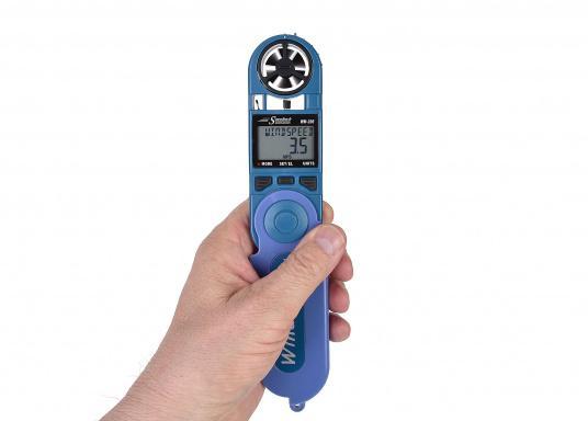 Einfachste Ermittlung von Seitenwind-, Gegen- / Rückenwindkomponente! MitThermometer und digitalem Kompass. Die Werte werdendigital und als Himmelsrichtung in Form eines einfachen Ablesewertes angezeigt. (Bild 6 von 7)