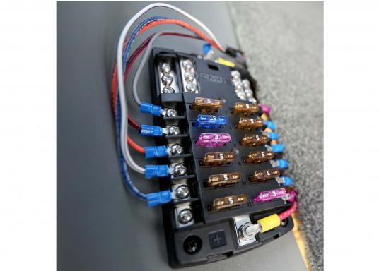 Durchgebrannte Sicherungen schnell und einfach ausfindig machen, sogar im Dunkeln! Brennt eine Sicherung durch, schaltet sich ein LED Lämpchen an genau dieser Sicherung ein. 31 Stück, 3A - 40A.  (Bild 4 von 5)