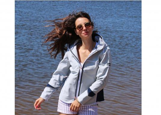 Superschicke Softshell Jacke– der ideale Begleiter für IhreOutdoorAktivitäten! Hochwertiges, erstklassig verarbeitetes, absolut winddichtes, atmungsaktives und wasserabweisendes Material. Weiches Fleece Innenfutter für angenehmes Tragegefühl.  (Bild 8 von 12)