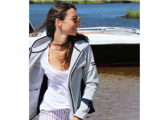Superschicke Softshell Jacke– der ideale Begleiter für IhreOutdoorAktivitäten! Hochwertiges, erstklassig verarbeitetes, absolut winddichtes, atmungsaktives und wasserabweisendes Material. Weiches Fleece Innenfutter für angenehmes Tragegefühl.  (Bild 5 von 12)