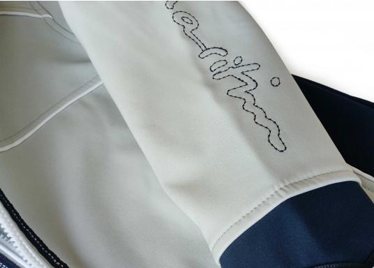 Superschicke Softshell Jacke– der ideale Begleiter für IhreOutdoorAktivitäten! Hochwertiges, erstklassig verarbeitetes, absolut winddichtes, atmungsaktives und wasserabweisendes Material. Weiches Fleece Innenfutter für angenehmes Tragegefühl.  (Bild 11 von 12)