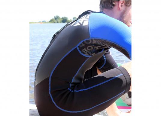 Wärmender Neoprenanzugmit 2,5 mm starkem, wasserabweisendem Neopren im Oberkörperbereich. Der Anzug bietet ein angenehmes Tragegefühl undvielBewegungsfreiheit im Bein- und Armbereich. (Bild 3 von 9)