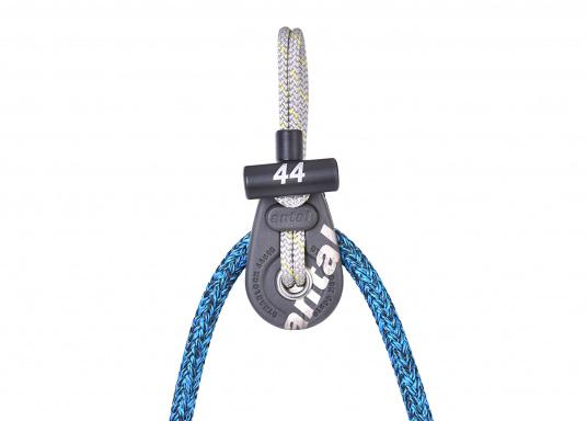 Dynablock mit beweglichen Seitenscheiben und Dyneema-Loop mit Schutzmantel aus Polyester. Sehr leicht und zuverlässig zu Befestigen, auch zur Verwendung mit Tauwerk.  (Bild 3 von 4)