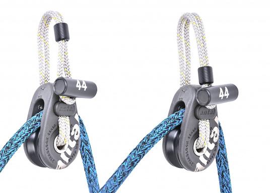 Dynablock mit beweglichen Seitenscheiben und Dyneema-Loop mit Schutzmantel aus Polyester. Sehr leicht und zuverlässig zu Befestigen, auch zur Verwendung mit Tauwerk.  (Bild 4 von 4)