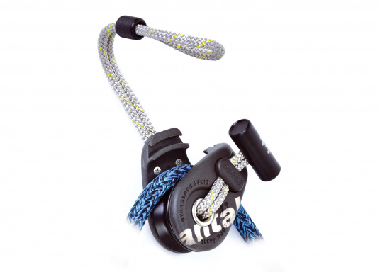 Dynablock mit beweglichen Seitenscheiben und Dyneema-Loop mit Schutzmantel aus Polyester. Sehr leicht und zuverlässig zu Befestigen, auch zur Verwendung mit Tauwerk.  (Bild 2 von 4)
