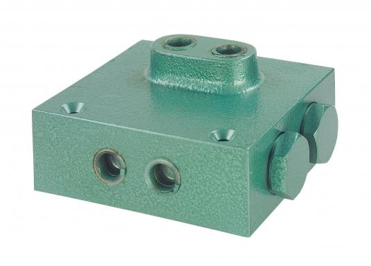 Doppelsperrblock für den Ausbau einer hydraulischen Steuerung mit einem zweiten Steuerstand bzw. einer elektrohydraulischen Pumpe für einen Autopiloten.