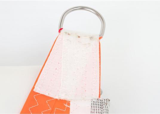 Diese Sturmfock für den schweren Einsatz ist horizontal zugeschnitten. Hergestellt aus schwerem Tuch mit extra verstärkten Ecken. Das Vorliek ist mit praktischen Einhandstagreitern versehen. Erhältlich in verschiedenen Größen. (Bild 7 von 8)