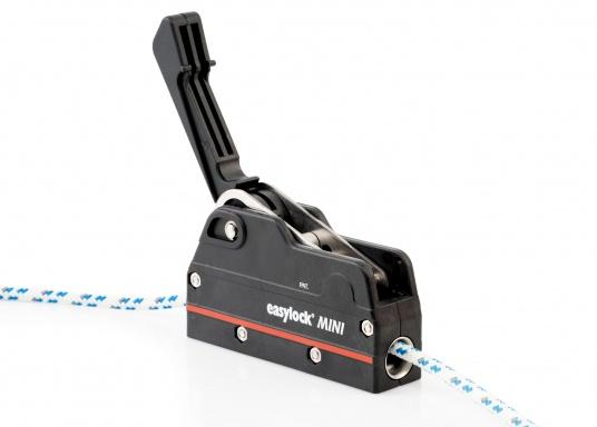 Dieser Fallenstopper erlaubt ein dichtholen des Tauwerkes bei geschlossenem Fallenstopper.Für Taudurchmesser von 6 bis 10 mm. Geeignet für Boote bis 32 Fuß. Sichere Arbeitslast bis 450 kg.  (Bild 3 von 9)