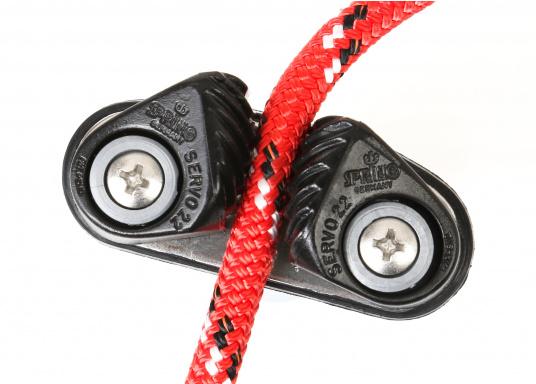 Die Servo Cleat 22 Schotklemme eignet sich für Tauwerke zwischen 6 - 10 mm bzw.8 - 12 mm.Lieferung inklusive Schrauben. Erhältlich in drei unterschiedlichen Ausführungen.