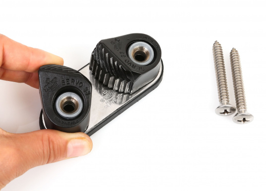 Servo Cleat 33, geeignet für Schotdurchmesser von bis 14 mm. Lochabstand: 52 mm, Höhe: 28 mm, Länge: 86 mm, Breite: 36 mm. Lieferung inklusive Schrauben.  (Bild 3 von 5)