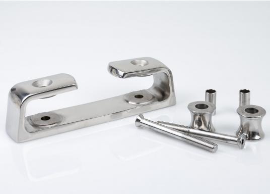 Scheuerschutz für Ihre Festmacher! Diese ausgesprochen stabile Lipp- und Klüsenklampe besteht aus rostfreiem Edelstahl, hochglanzpoliert. Sie ist mit zwei Rollen ausgestattet.  (Bild 2 von 4)