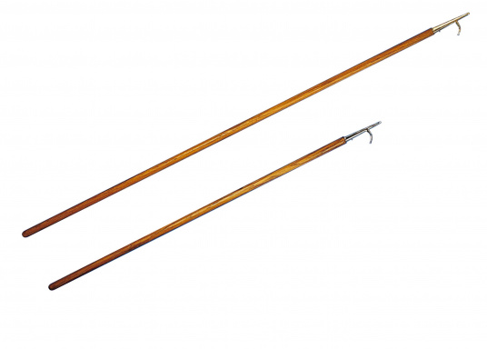 For traditionalists! This classical boat hook is made of teak with a fine tip made of seawater resistant brass.  (Imagen 2 of 2)