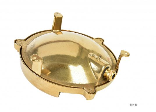 Solid brass wall light. Ideal for outdoor use since this lamp is completely waterproof. Natural brass.  (Image 4 of 4)