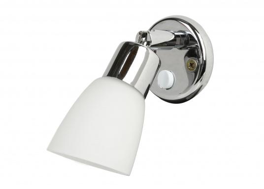 Zeitlos schöne Innenlampe, hergestellt aus verchromten Messing mit weißem Echtglasschirm.