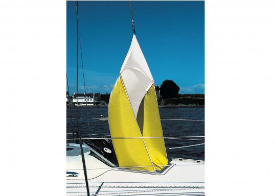 Auch die leichteste Brise wird aufgefangen! Dieses leichte Ventilationssegel ist aus Polyester-Segeltuch mit doppelt genähten Nähten und mit einer Fiberglaslatte zur Spreizung ausgestattet. Lieferung inklusive Nylon-Stausack.