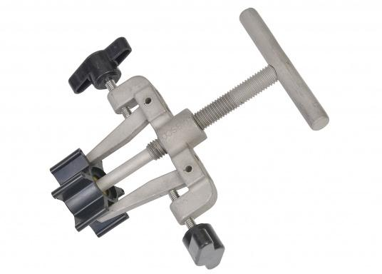 This impeller puller is specifically designedfor theeasy removal of impellers. It is made out of stainless steel and prevents pumps from being damaged. Suitable for all brands.