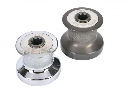 Tradition und Hochleistungstechnologie vereinen sich in der Qualität dieser Winden! Sie sind in zwei Ausführungen lieferbar: Aluminium, schwarz eloxiert (ALU) oder Bronze, verchromt (CBR), jeweils in verschiedenen Größen.