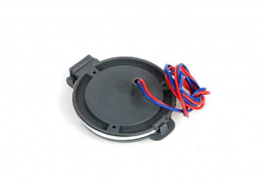 Sicherer Fußschalter für elektrische Ankerwinden. Der Schalter mit Edelstahl-Gehäuse ist wasserdicht und mittels einer Schutzklappe gegen versehentliche Bedienung abgesichert. (Bild 8 von 8)