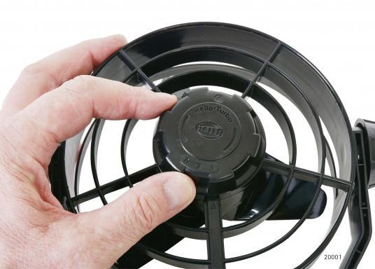 Kompakte, leistungsstarke Ventilatoren mit 150 mm Durchmesser und Schutzgitter. Der Propeller besteht aus Weichplastik, das Gehäuse ist aus schlagfestem Kunststoff gefertigt.Erhältlich in verschiedenen Ausführungen. Farbe: schwarz.  (Bild 5 von 8)