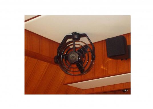 Kompakte, leistungsstarke Ventilatoren mit 150 mm Durchmesser und Schutzgitter. Der Propeller besteht aus Weichplastik, das Gehäuse ist aus schlagfestem Kunststoff gefertigt.Erhältlich in verschiedenen Ausführungen. Farbe: schwarz.  (Bild 7 von 8)