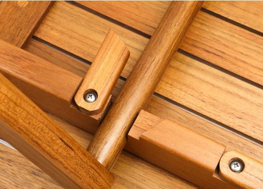 Table pliante en teck, élégante et de belle facture. Facile àplier rapidement et fabriquée à partir de teck de haute qualité, elle résiste aux mauvaises conditions climatiques et aux fluctuations de température.  (Image 4 de 8)
