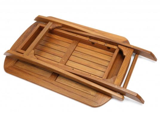 Table pliante en teck, élégante et de belle facture. Facile àplier rapidement et fabriquée à partir de teck de haute qualité, elle résiste aux mauvaises conditions climatiques et aux fluctuations de température.  (Image 3 de 8)