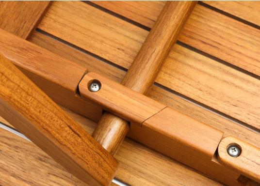Table pliante en teck, élégante et de belle facture. Facile àplier rapidement et fabriquée à partir de teck de haute qualité, elle résiste aux mauvaises conditions climatiques et aux fluctuations de température.  (Image 5 de 8)